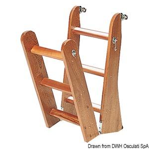 Scaletta in legno di mogano title=